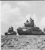 Blindados birtánicos en camino al frente